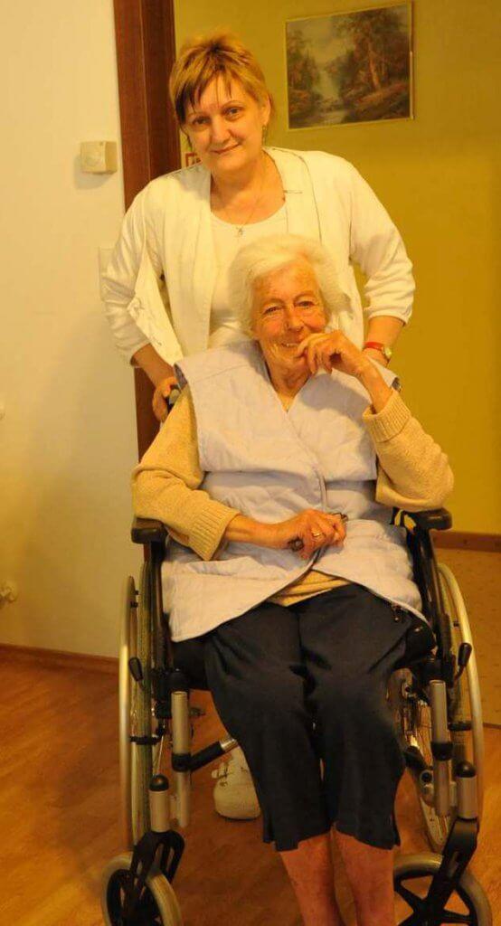 Glückliche Seniorin Pflegeheim Ungarn